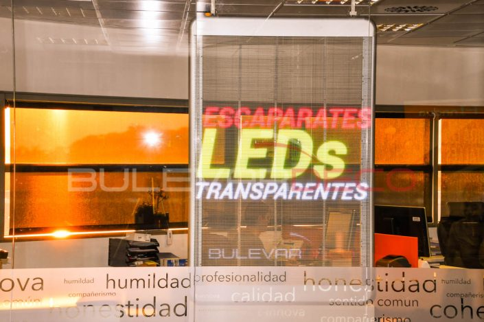 Escaparates pantalla led transparente